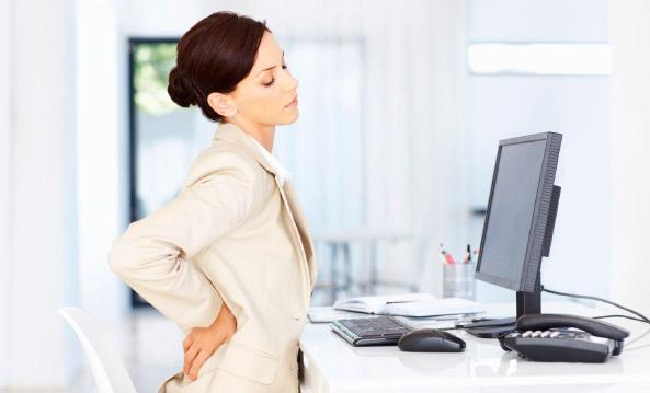 Estiramientos para mantener la salud en la oficina
