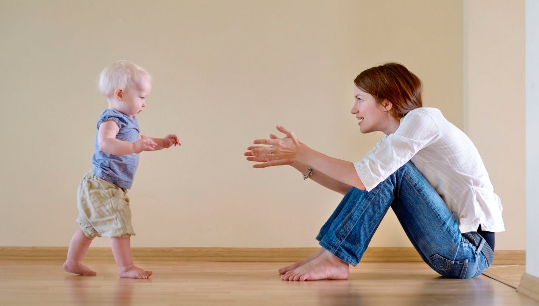 Consejos de seguridad para bebés que empiezan a caminar